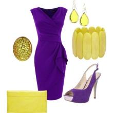 Fialové šaty se žlutými dekoracemi