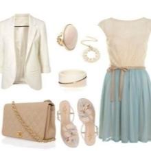 Beige accessoires voor blauwe jurk