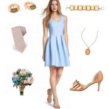 Beige tilbehør til blå kjole