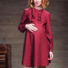 Къса червена рокля с дълъг ръкав за бременни жени