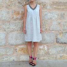 Väri-kontrasti sandaalit pellavanvalon mekkoihin