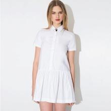 שמלת פולו לבנה עם חצאית קפלים