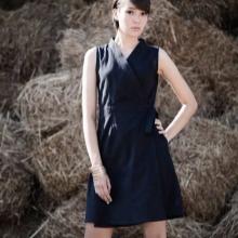 Fekete rövid ruha, szaga