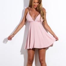 Kort blekrosa kjole med høy midje