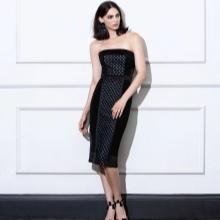 Stroppløs rett kjole