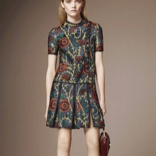 Rochie cu o fusta jos talie pliată