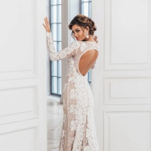Dress with open back lace