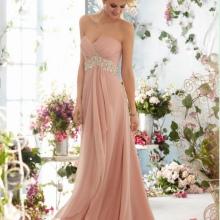 Empire-tyylinen mekko vaaleanpunainen