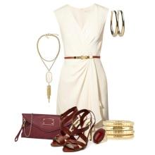 Beyaz kısa elbise için altın takılar
