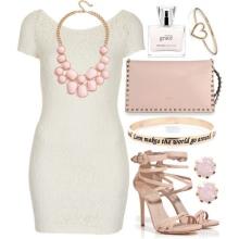 Beyaz kısa elbise için pembe mücevher