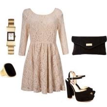 vestido de renda bege com acessórios pretos