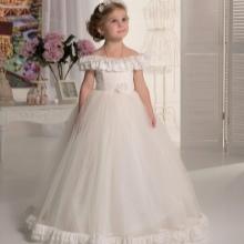 Vestido de formatura no jardim de infância branco