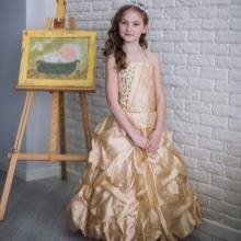 Vestido de formatura no jardim de infância creme