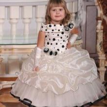 Vestido de formatura no jardim de infância bege