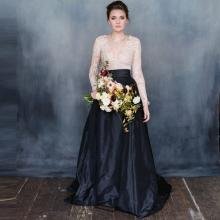 tafta mekko, jossa on pitkä musta hame