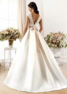 Esküvői ruha nehéz szoknyával
