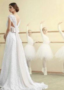 Esküvői ruha széles pántokkal
