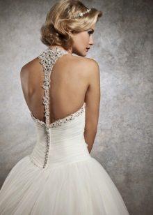 Esküvői ruha szíjjal a nyakon és nyissa ki