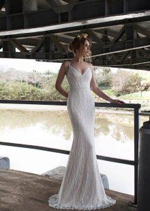 esküvői ruha vékony pántokkal