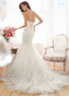 Esküvői ruha nyakkivágással a derék felett