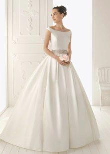 A stílusos selyem esküvői ruha