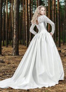 Csipke ujjú esküvői ruha
