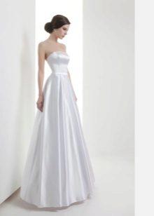 Tafta egyenes esküvői ruha