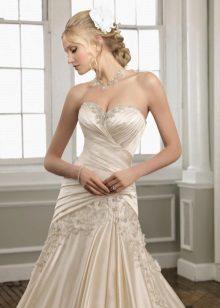 Esküvői ruha fényes anyagból