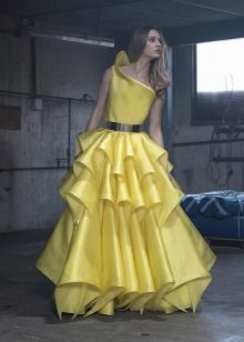 Vestido amarelo exuberante noite