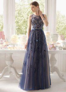 Vestido de noite azul com openwork de Rosa Klara