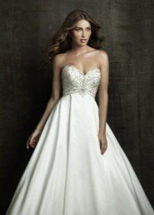Сватбена рокля за бременни жени с отворени рамене