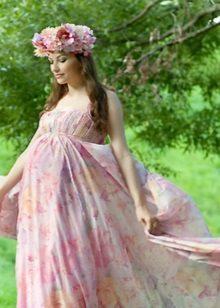 Цветна сватбена рокля за майчинство