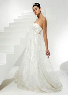 Сватбена рокля за бременна с декор на елече