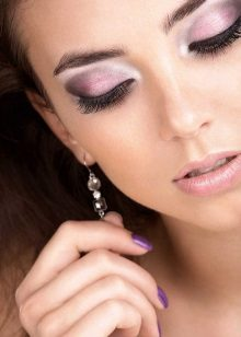 Make-up s fialovými stíny