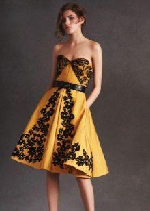 Vestido amarelo com noite de renda