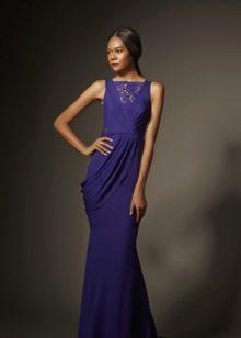 Vestido de noite azul com inserção de renda