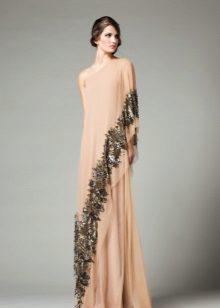 Um ombro vestido de noite para o chão