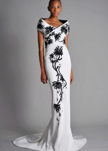 White evening dress na may itim na pattern