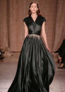 Zwart gesloten satijnen jurk