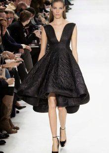 Gabi na damit mula sa Dior itim na maikli