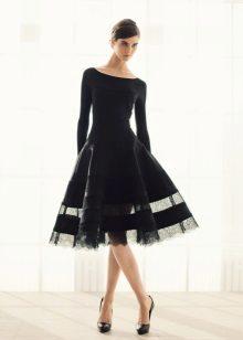 Sarado ang maikling short dress ni Donna Karan