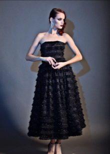 Gown na itim na namumulaklak na medyebal