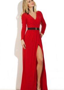 El vestit de nit vermell amb una ranura no és car