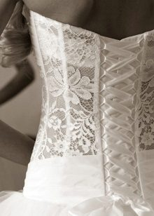 Esküvői ruha zárt fűzővel