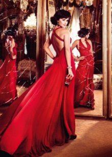Red evening dress na may bukas na likod