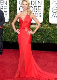 Red evening dress na si Heidi Klum
