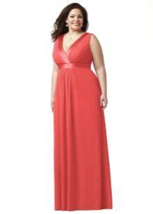 Rode jurk op de grond voor de volledige