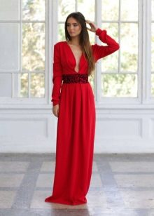 Red evening dress na may sleeves