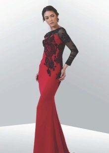 Rød og sort aftenklæde til gulvet