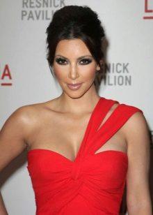 Make-up voor een rode avondjurk